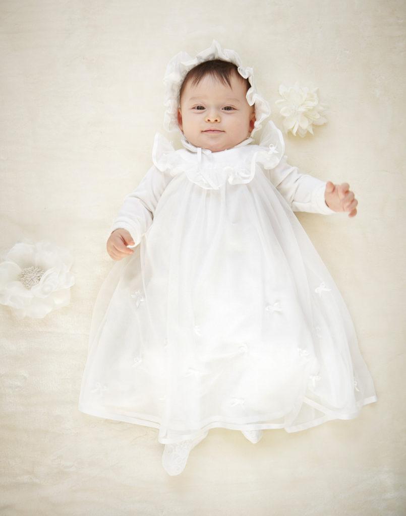 ベビードレスの赤ちゃん