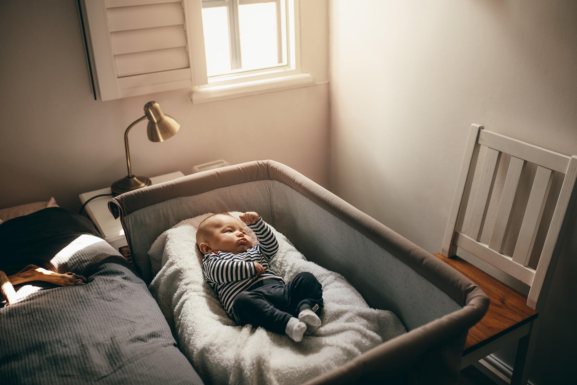 寝室のベビーベッド