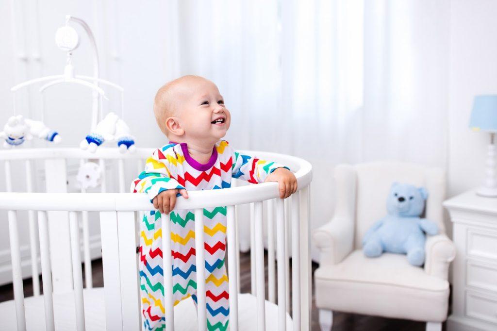 赤ちゃんつかまり立ちイメージ画