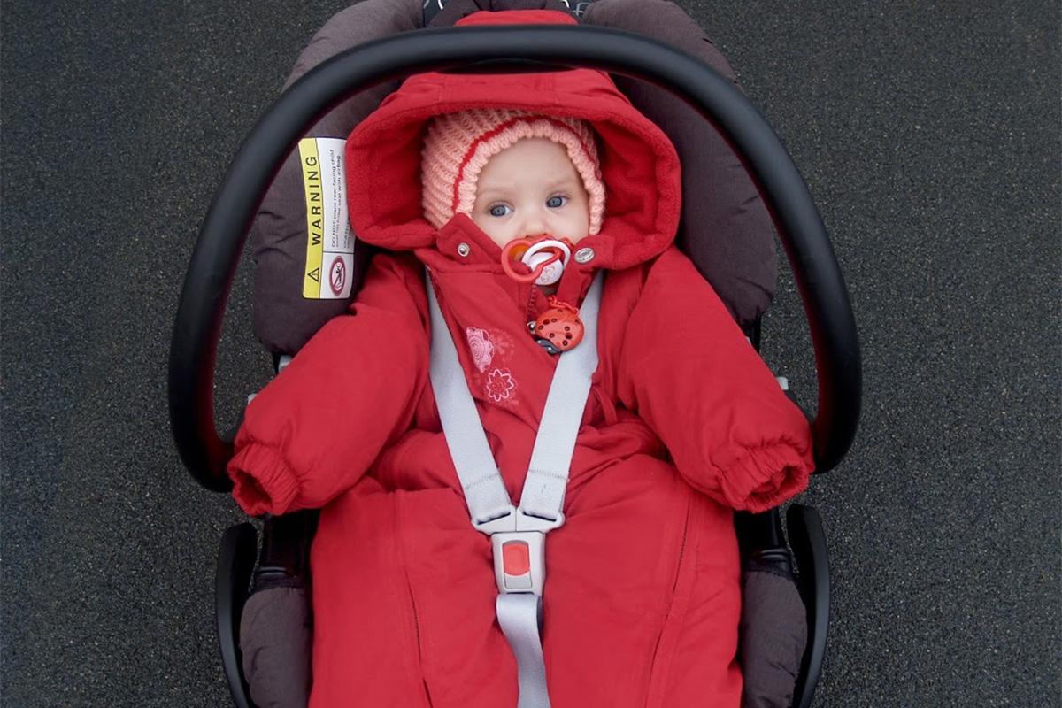 赤ちゃんの厚着