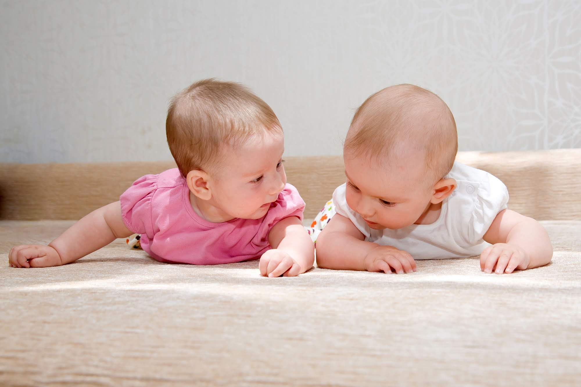 赤ちゃん2人
