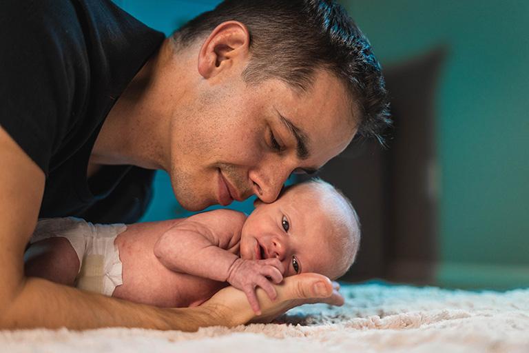 新生児とパパ